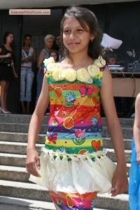 trajes,tipicos,con,material,reciclados,carteras,mascaras,disfraces,